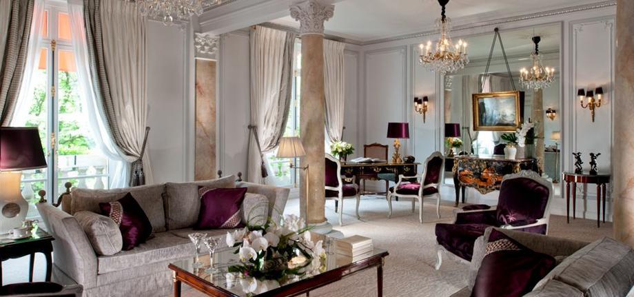 Presidential-Suite-Living-room_tbe_room_carousel
