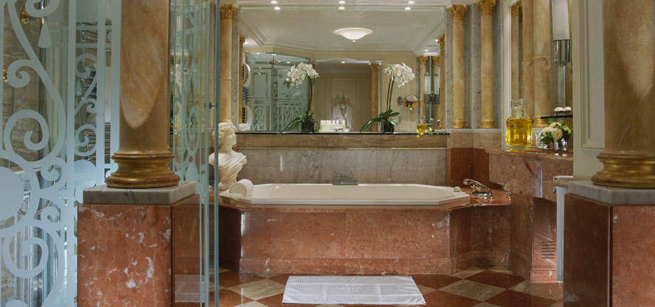 Royal-Suite-Bath_tbe_room_carousel