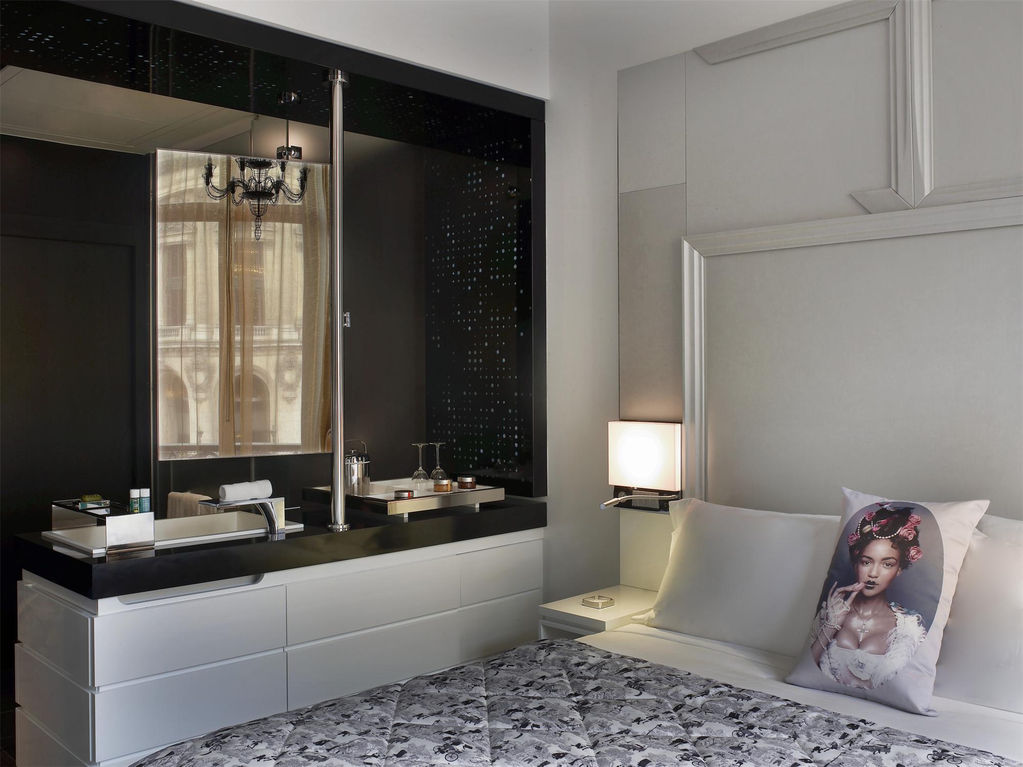 Spectacular Room W Paris