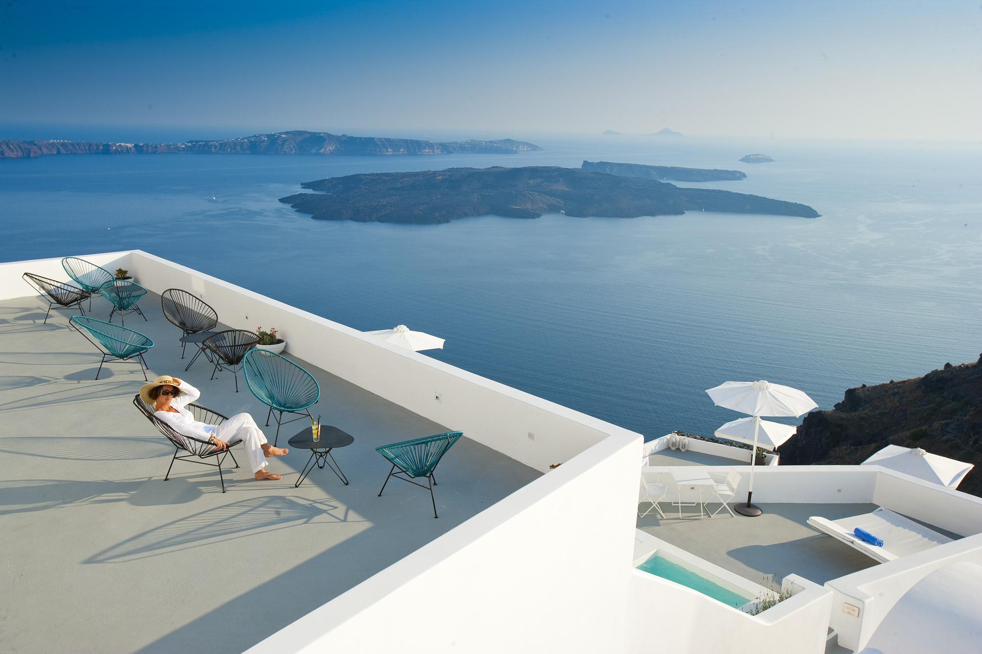 Grace Santorini – Where the legendary sunsets meet sheer luxury