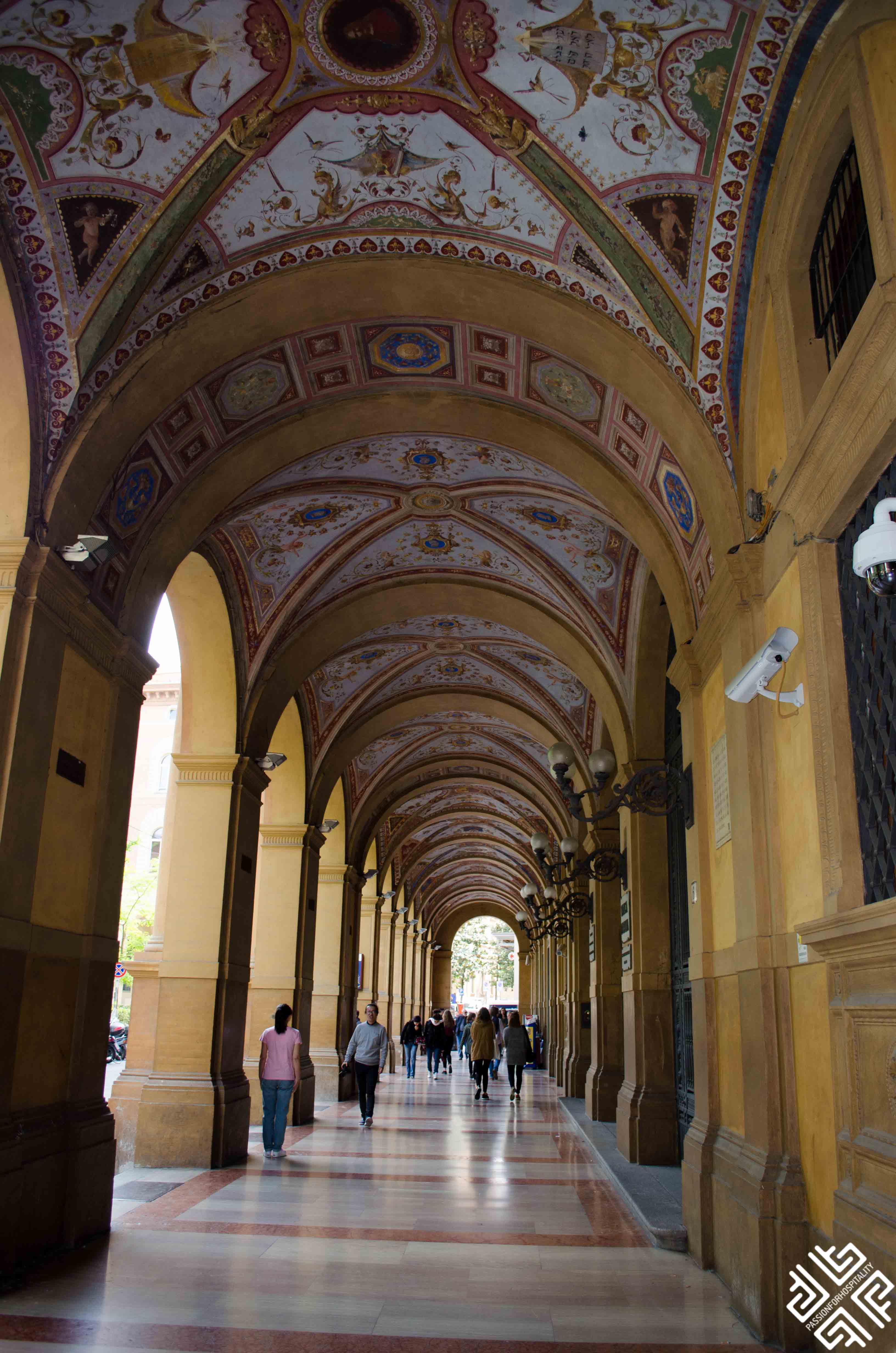 Bologna_porticoes-1