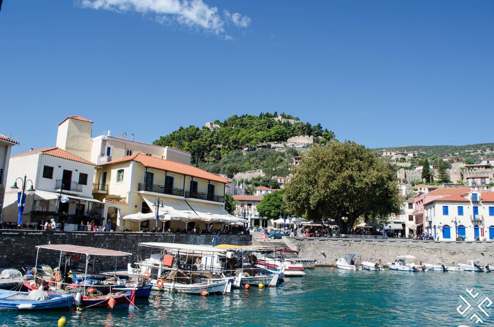 nafpaktos-harbour-and-castle-view-1